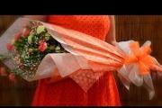 איך עוטפים זר פרחים