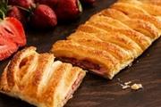 עוגת גבינה תותים בבצק עלים
