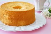 עוגה גבוהה בשלושה מרכיבים בלבד